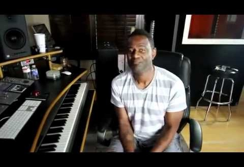 LMFAO: Brian McKnight Shows Women How Their Pum Pum Works!