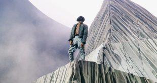 Kanye West Performing